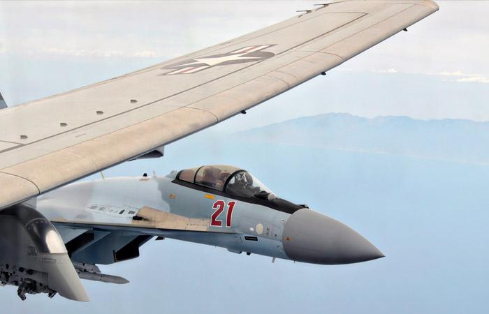 Истребители РФ перехватили самолеты-разведчики НАТО над Черным и Баренцевым морями