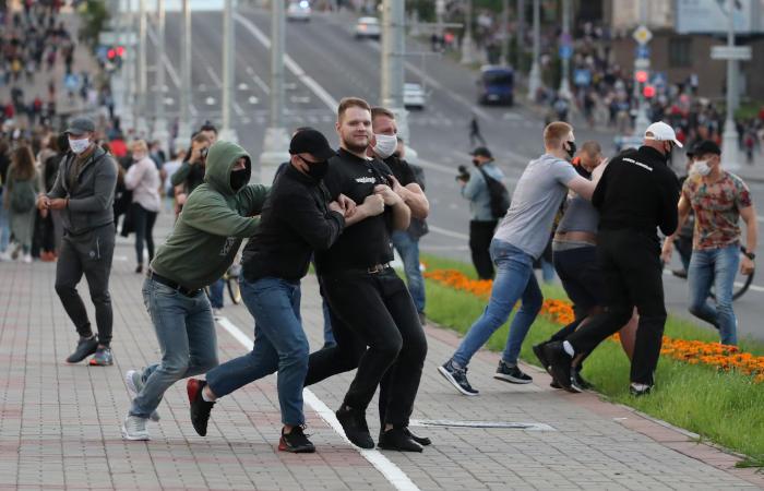 Более 70 человек задержаны в Минске на стихийных акциях