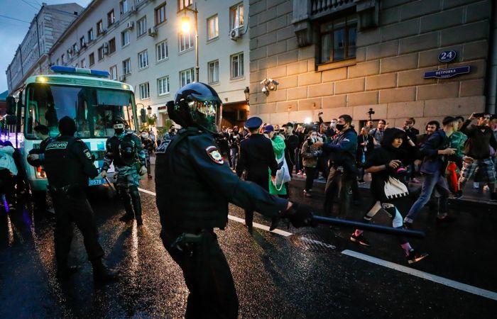 Более 130 человек задержаны на акции против поправок к Конституции в Москве