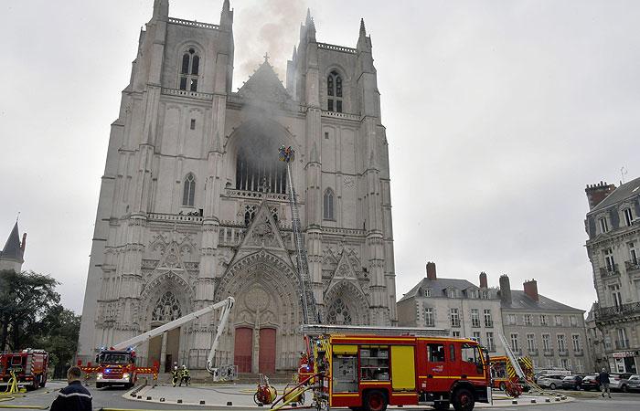 Мужчина задержан в Нанте в связи с расследованием пожара в соборе