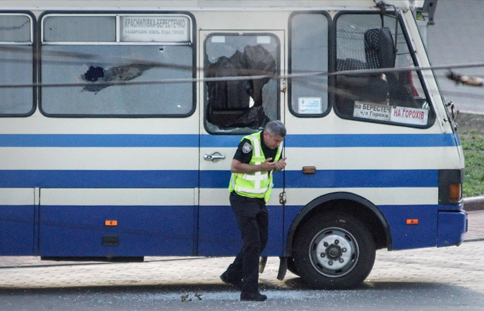 Из захваченного украинского автобуса освобождены трое заложников