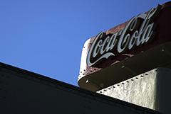 """Coca-Cola решила сокращать """"зомби-бренды"""" на фоне падения выручки"""