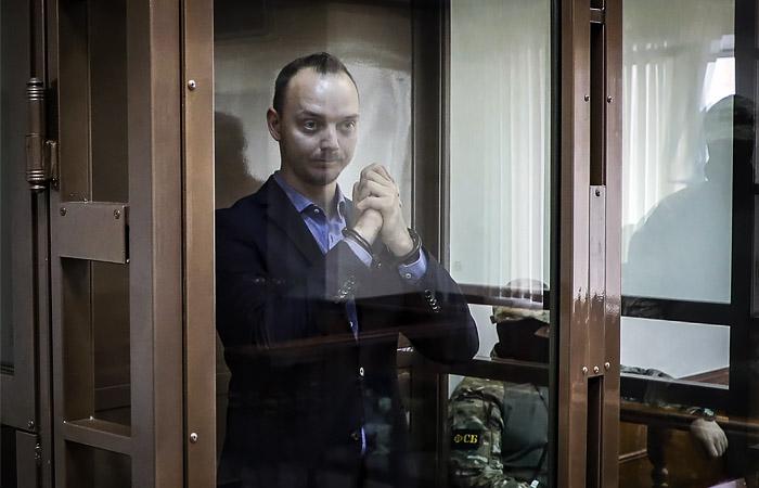 В Кремле переадресовали суду вопрос о замене Сафронову меры пресечения