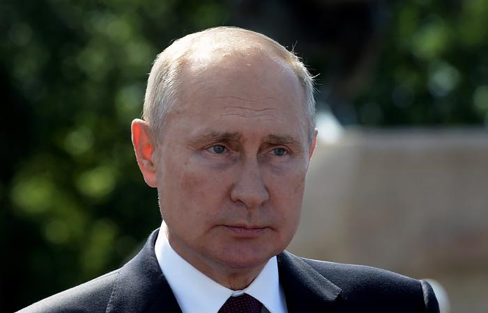 Путин заявил, что ситуация с COVID-19 может качнуться в любую сторону