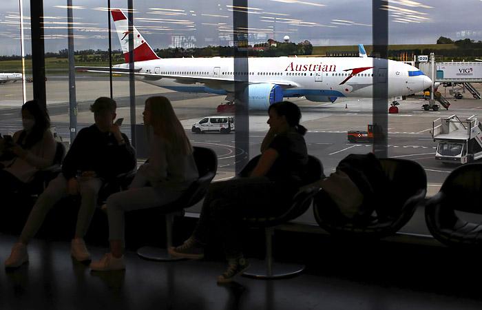 Австрия сняла запрет на рейсы из России и усложнила правила въезда