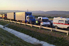 Водитель попавшего в ДТП микроавтобуса в Крыму погиб
