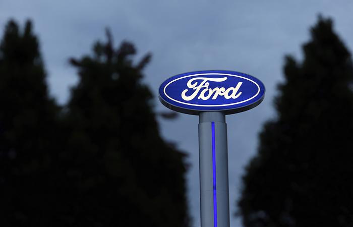 Квартальная выручка Ford упала вдвое