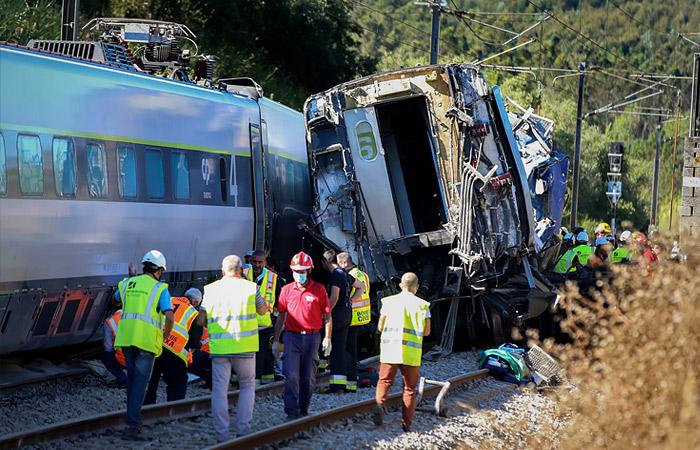 В Португалии скоростной поезд столкнулся с автомобилем
