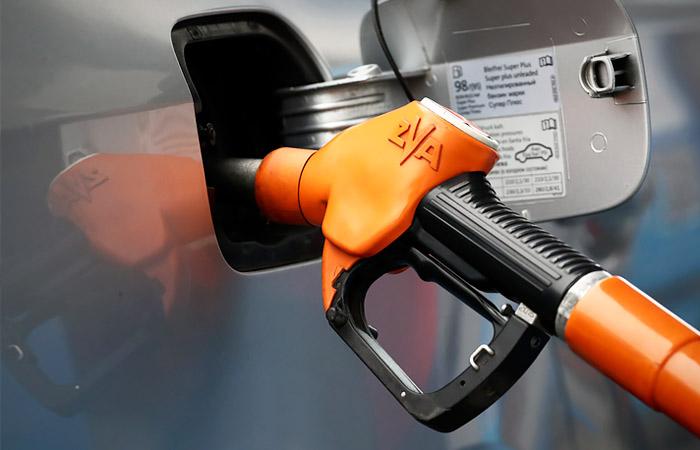 Продажи топлива на бирже бьют рекорды, но бензинам все мало. Обзор