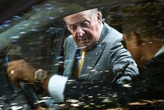 Бывший король Испании уедет из страны на фоне финансового скандала