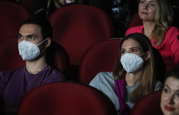 Посещаемость кинотеатров в РФ после открытия сократилась на 90%