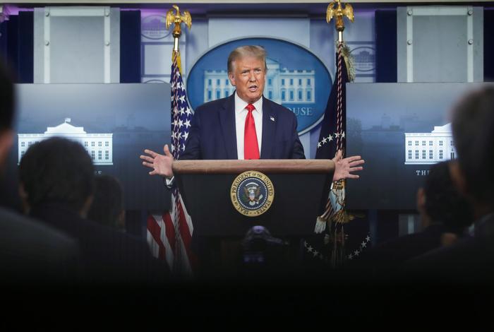 Трамп уверен в получении вакцины от COVID-19 в этом году