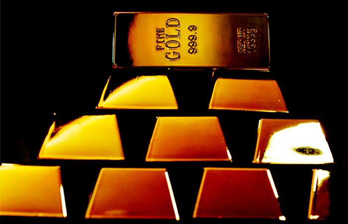 Золото продолжает бить рекорды после подъема выше $2000 за унцию