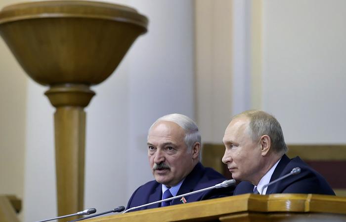 Путин и Лукашенко по телефону обсудили задержание россиян