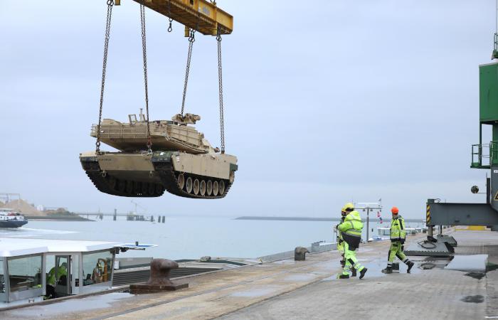 Шеф Пентагона объяснил передислокацию американских войск в Европе