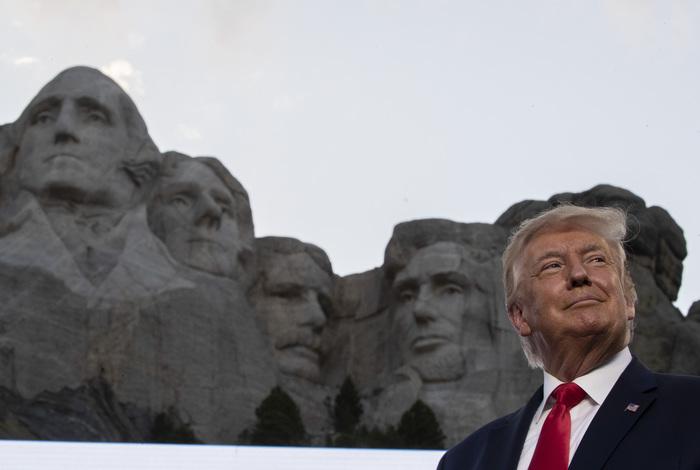 Трамп опроверг намерение добавить себя на барельеф на горе Рашмор