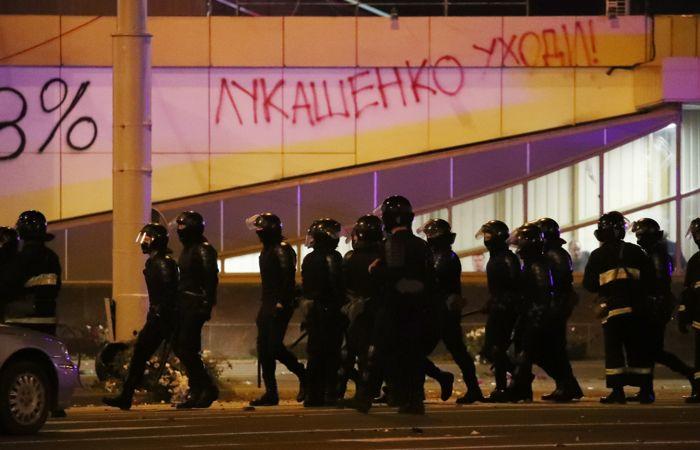 В Минске третий вечер подряд проходят стычки силовиков с протестующими