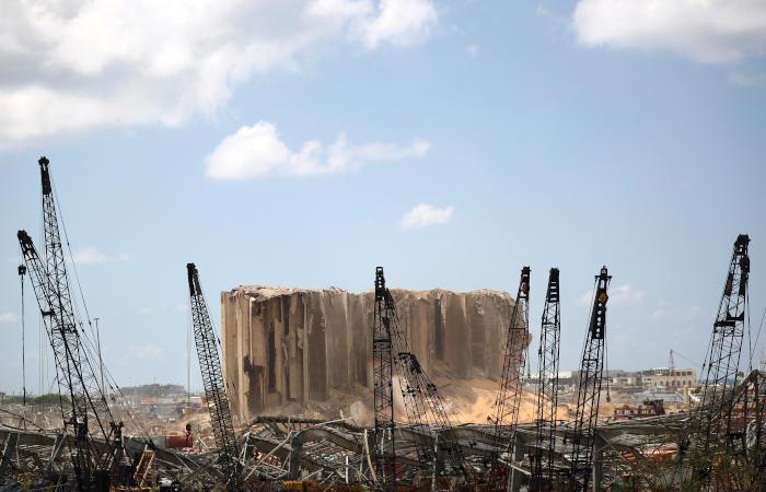 AP сообщило о контейнерах с опасными химвеществами в порту Бейрута