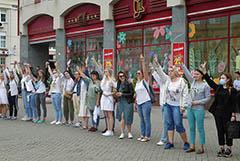 Жители городов Белоруссии начали выстраиваться в цепочки солидарности