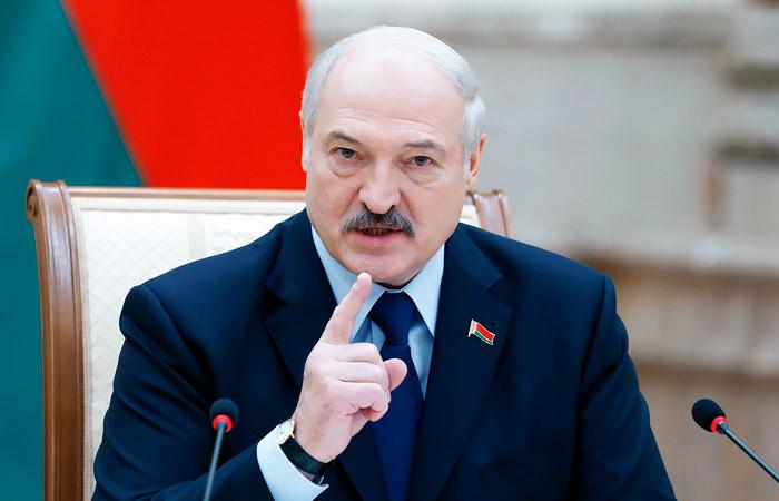 """Лукашенко посоветовал белорусам не """"высовываться"""" на улицы"""