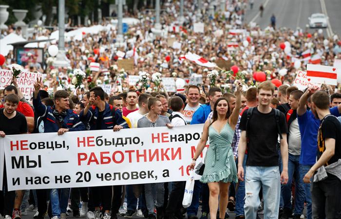 Несколько тысяч человек пришли к дому правительства в Минске