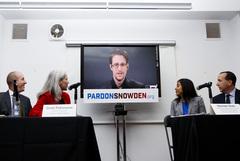 Трамп пообещал подумать о помиловании Сноудена