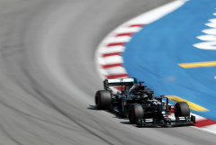 "Хэмилтон выиграл Гран-при Испании ""Формулы-1"" и превзошел Шумахера"