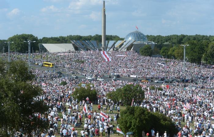 Сотни тысяч человек пришли на акцию протеста в центре Минска