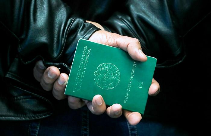 Сотни узбекских мигрантов собрались на самарской станции Кинель