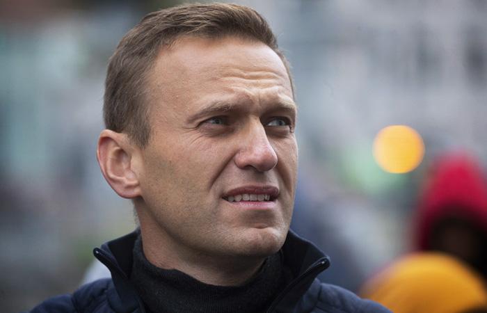 Самолет с Навальным вынужденно сел в Омске из-за его отравления