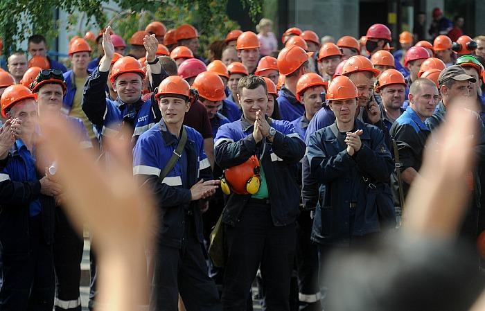 Лукашенко потребовал с понедельника закрыть бастующие заводы
