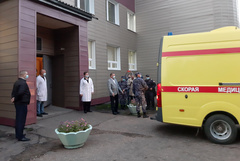 Скорая с Навальным отправилась в аэропорт Омска