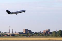 Самолет с Навальным на борту вылетел из Омска в Германию