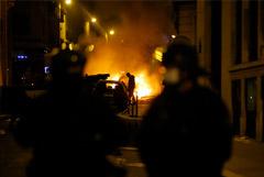 Парижская полиция в ходе беспорядков задержала 148 футбольных фанатов