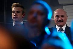 Оппозиция требует выяснить, как 15-летнему сыну Лукашенко дали автомат