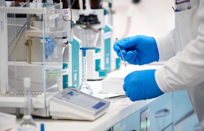 В Великобритании начались испытания лекарства от коронавируса