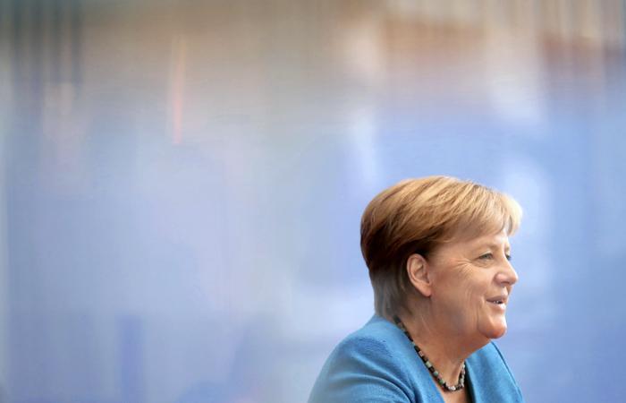 Меркель решила сохранить статус-кво в отношениях ФРГ с Россией