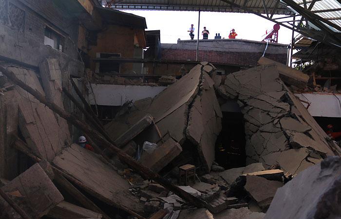 Жертвами обрушения гостиницы в Китае стали семнадцать человек