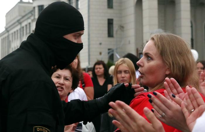 На Женском марше в Минске начались точечные задержания