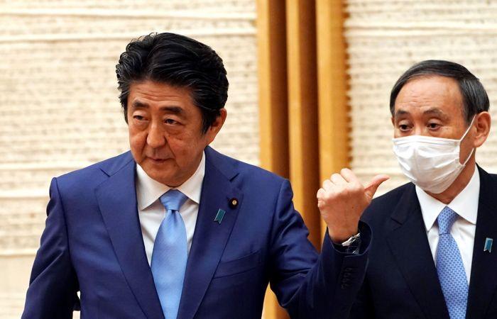 СМИ назвали претендентов на пост премьера Японии после отставки Абэ