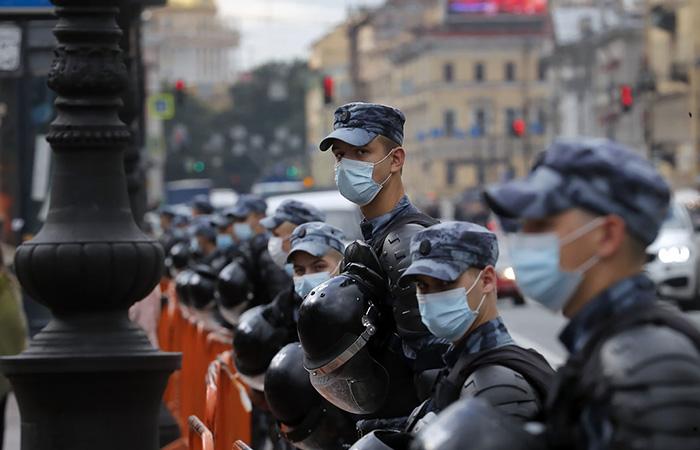 Полицейские и студенты пополнили список приоритетных групп по вакцинации