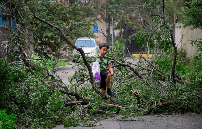 Ураган с порывами ветра свыше 40 м/с впервые за 50 лет отмечен во Владивостоке