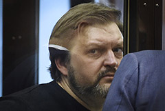 Никиту Белых этапировали в Киров на допрос