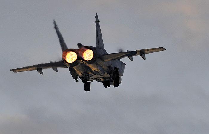 """Истребитель МиГ-31 """"перехватил"""" самолет Норвегии над Баренцевым морем"""