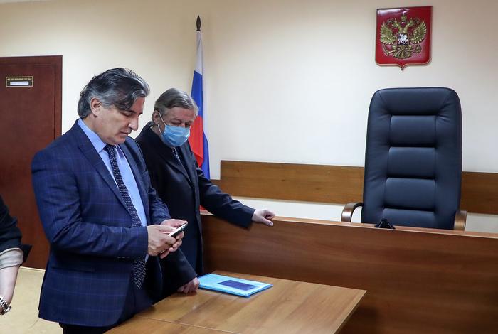 Защита Ефремова попросила Мосгорсуд отменить приговор актеру