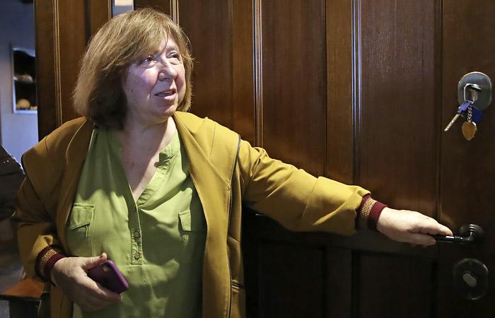 Алексиевич заявила о замеченной слежке и отказе покидать Белоруссию