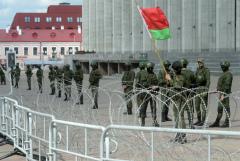 Военные и бронетехника снова стянуты в центр Минска