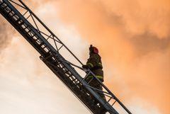 Площадь пожара в краснодарской восьмиэтажке превысила 4 тыс. кв. м
