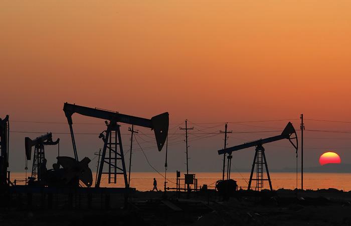 Нефть подешевела на ожиданиях встречи ОПЕК+