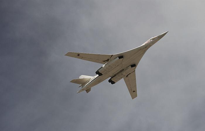 Два российских Ту-160 провели в воздухе рекордные 25 часов без посадки
